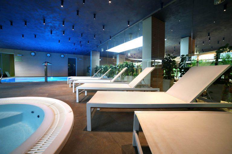 LÄGENHETS HOTELLET THE GOLDEN TULIP-pool-1