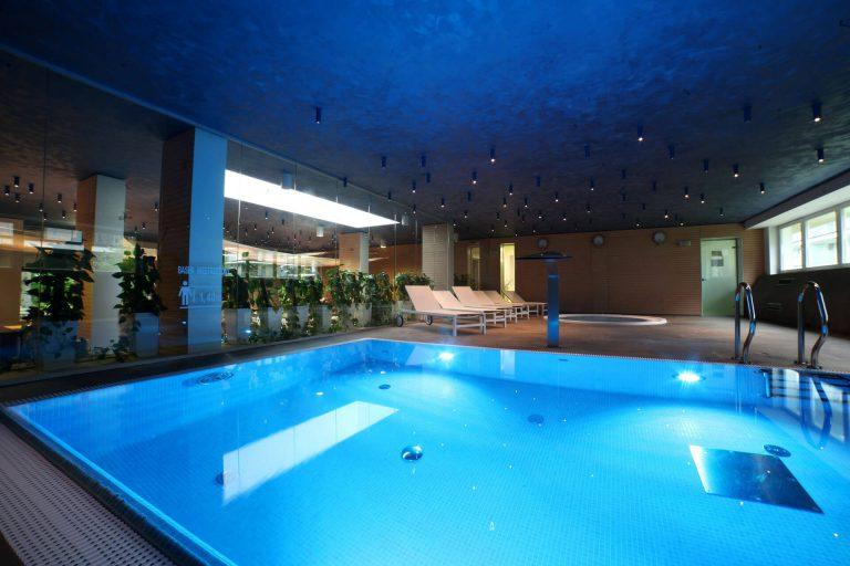 LÄGENHETS HOTELLET THE GOLDEN TULIP-pool